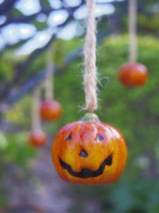 木のハロウィン装飾