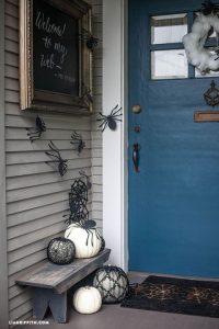 クモの切り絵でハロウィン玄関装飾