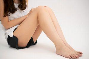 女性のつるつるの足